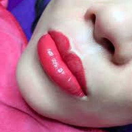 phun môi đẹp