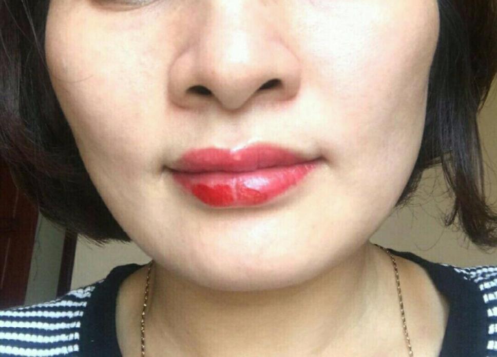 Dưỡng môi giúp lên màu sau bong đẹp hơn